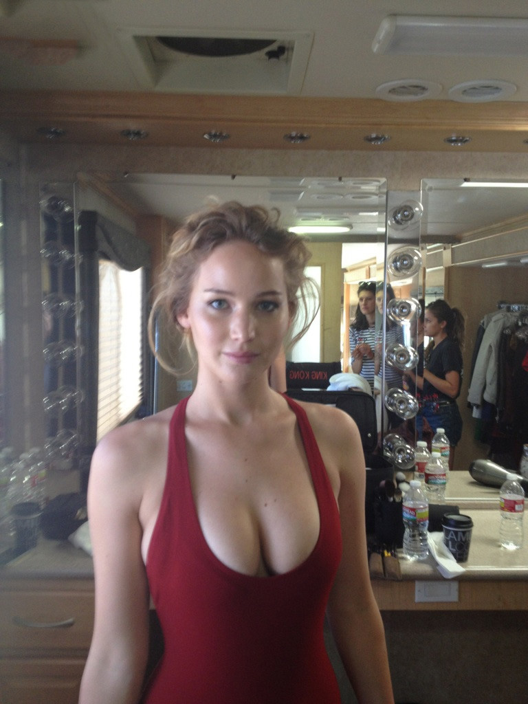 Jennifer Lawrence leaked viral photo